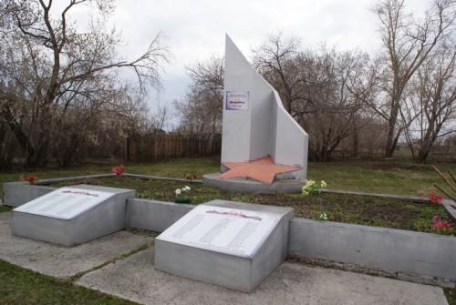 После Барнаула вернулись в Мостовское, чтобы найти расположение двух обелисков